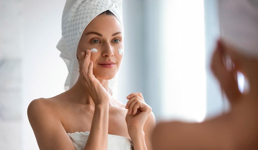 Средства для ухода за лицом и контактные линзы