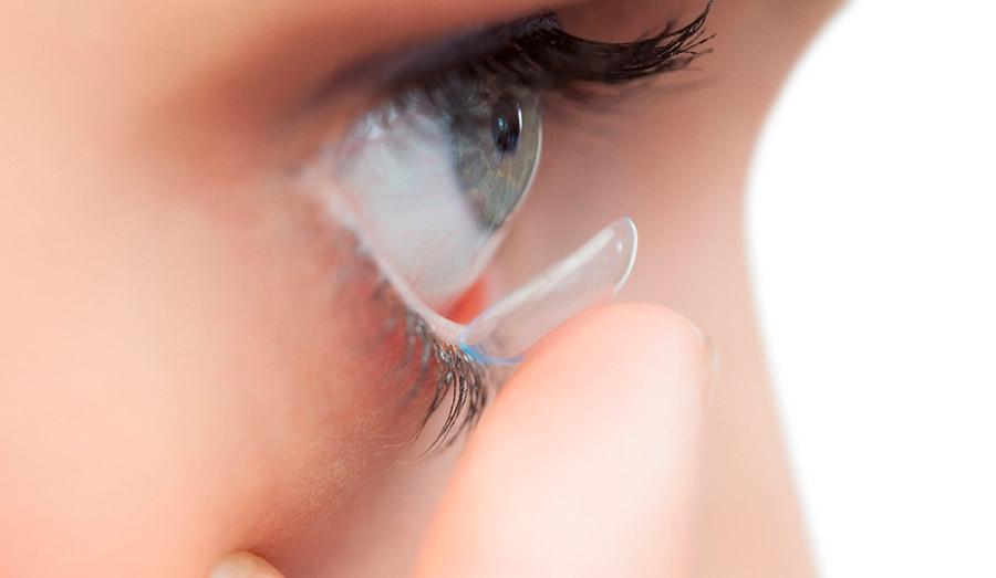 Выбор контактных линз для ношения с косметикой
