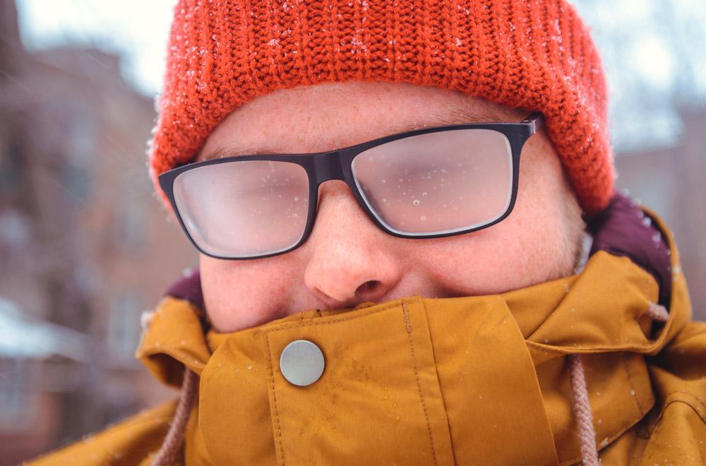 Почему носить линзы зимой удобнее очков?