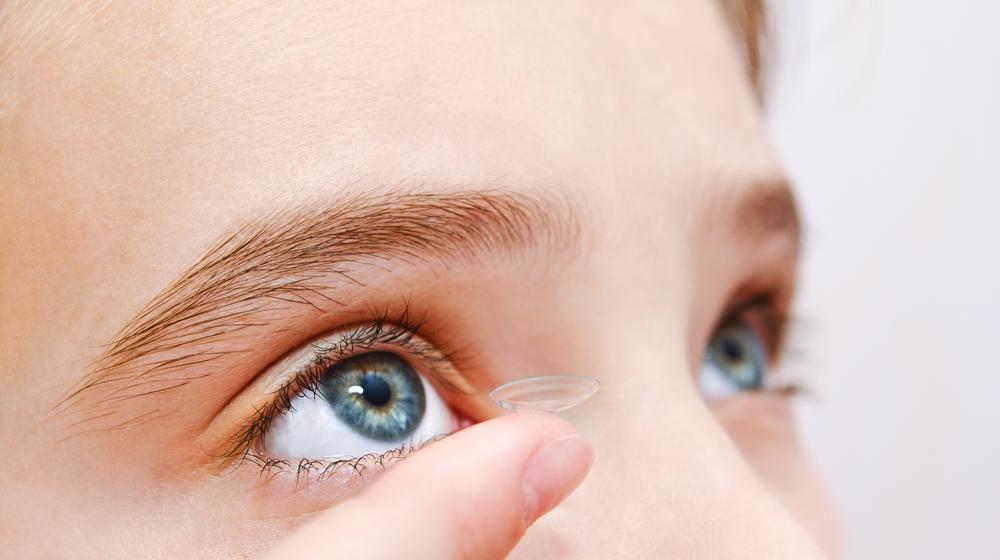 Боюсь надевать контактные линзы: что делать?