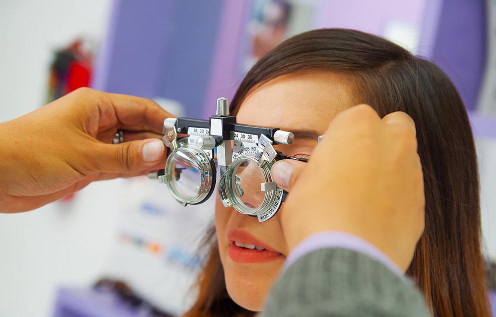 Подбор контактных линз или очков у офтальмолога