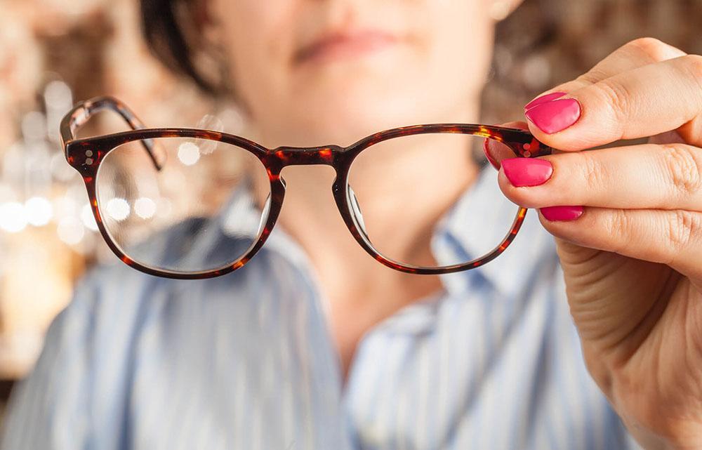 Можно ли носить линзы с очками