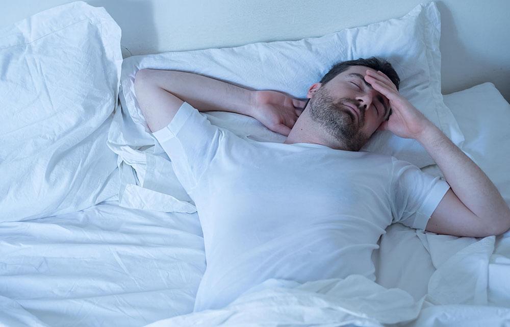 Можно ли спать в линзах ночью